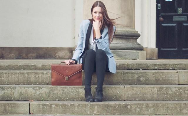 Ženska s torbico